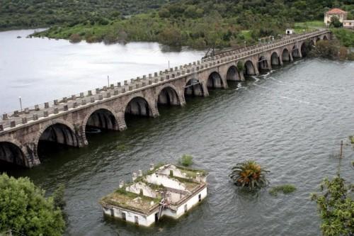 Ulà Tirso - La diga di Santa Chiara quasi sommersa.