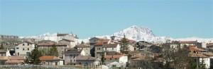 Panorama di Terranera con lo sfondo del Gran Sasso.