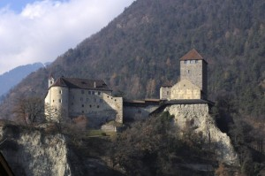 Tirolo, il castello