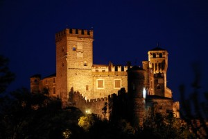 Castello di Pavone Canavese ( ripreso da un' angolazione insolita )
