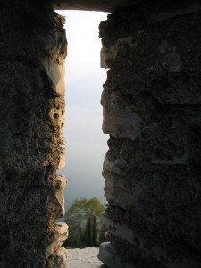 tra le mura del Castello di Vezio