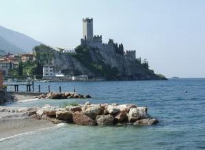 Il castello dal lago di Garda