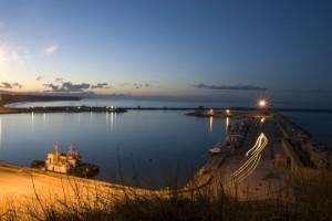 Veduta dal porto in noturna
