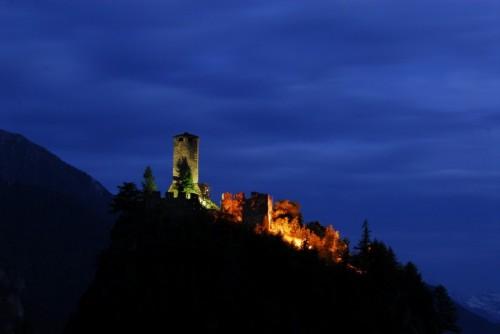 Brusson - Il Castello di Graines, luci impervie
