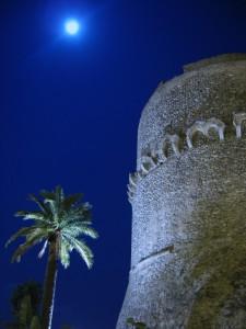 Luna e stelle sul castello