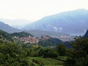 Dal verde delle montagne al blu del lago