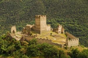 Il Castello di Cly, rovine dorate