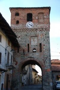 porta del borgo medievale, ora torre campanaria