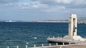 Reggio, i suoi dei, la sua luce, il suo mare