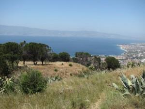 Panorama dello stretto fotografato dalla collina di Pentimele (RC)
