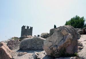 la torre tra le roccie