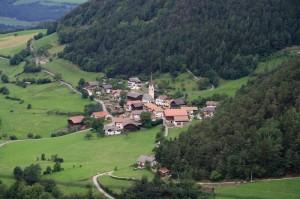 Veduta da Castelrotto della frazione di Tiosels
