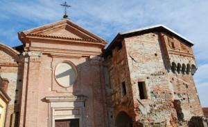 la porta medievale e la chiesa