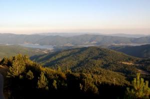 dal monte Botte Donato (1928 slm) veduta della Sila grande e del lago Arvo