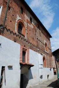facciata della Rocca  con bellissime finestre a sesto acuto