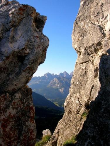 Canazei - Uno sguardo oltre le rocce - Passo Pordoi