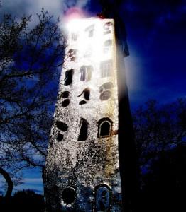 Torre di Babele con riflesso