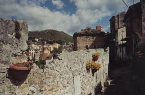 Mura Medievali e Bizantine guardando Monte Giove
