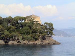 vista completa del castello di Paraggi