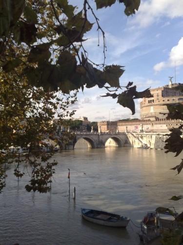 Roma - Veduta di Castel S. Angelo e Ponte degli Angeli nel giorno di piena del Tevere
