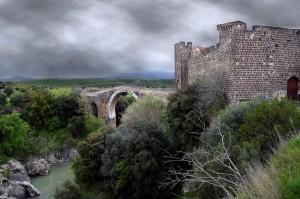 Il ponte e il castello dell' Abbadia
