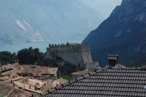 Castello di Tenno e tetti di Canale