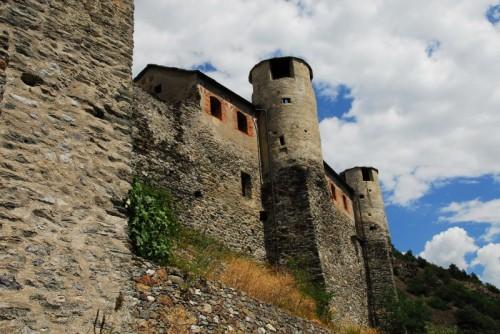 Quart - Il Castello di Quart, torri verso le nuvole