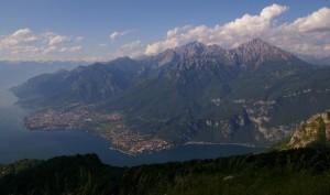le montagne sul lago
