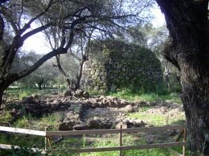 Nuraghe di Paulilatino nelle vicinanze del pozzo di Santa Cristina