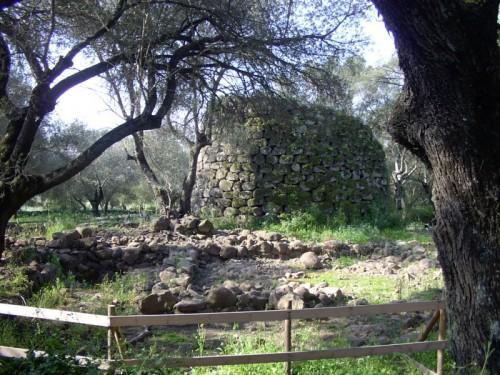 Paulilatino - Nuraghe di Paulilatino nelle vicinanze del pozzo di Santa Cristina