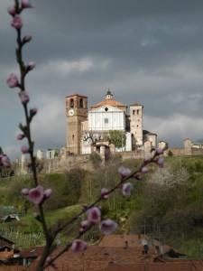 La torre difensiva ora orologio  della chiesa