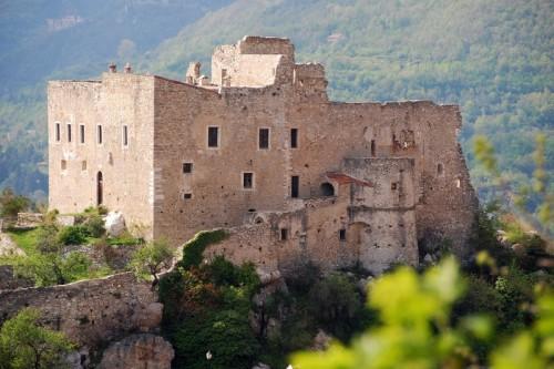 Castelvecchio di Rocca Barbena - la roccaforte dei marchesi Del Carretto