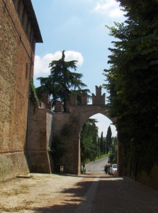 Porta di ingresso adiacente Palazzo