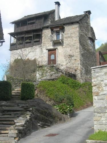 Beura-Cardezza - il castello di Beura C.