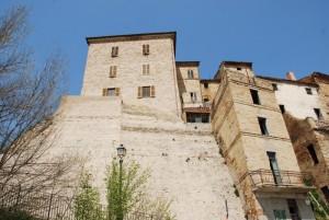 Mura difensive e resti del castello