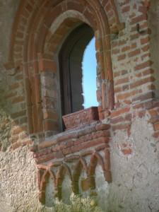 una splendida finestra del vecchio castello