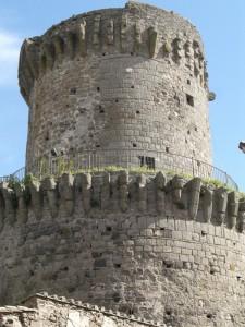Una delle quattro torri del castello