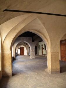 i portici  del borgo medievale (particolare)