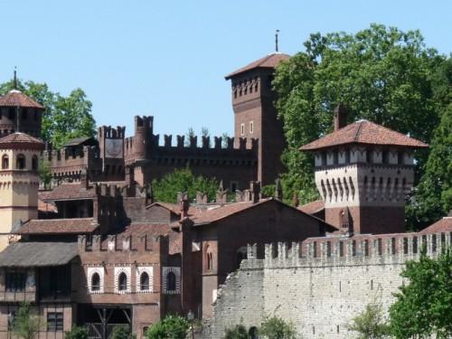 Torino - Il borgo medioevale visto dalla riva opposta del Po