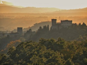 Il castello di Strozzavolpe in un pomeriggio autunnale