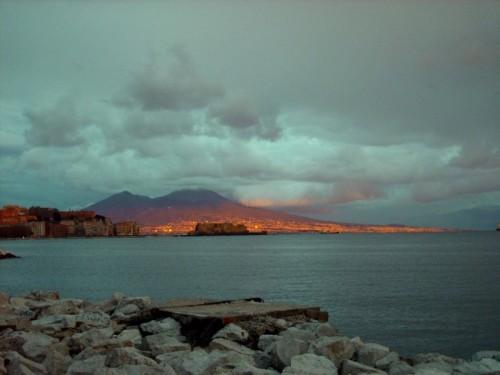Napoli - Bagliori sul Vesuvio