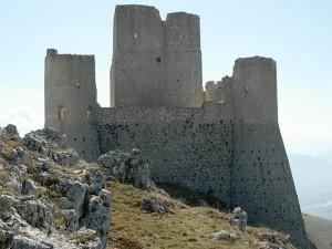 Rocca Calascio il castello visto dal lato nord.