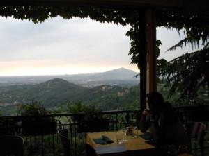 Vista sulle colline da San Vigilio (Bergamo Alta)