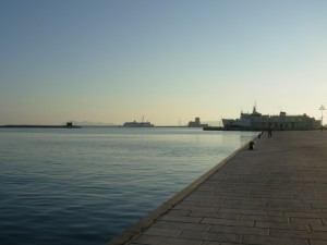 Il porto con le Egadi all'orizzonte