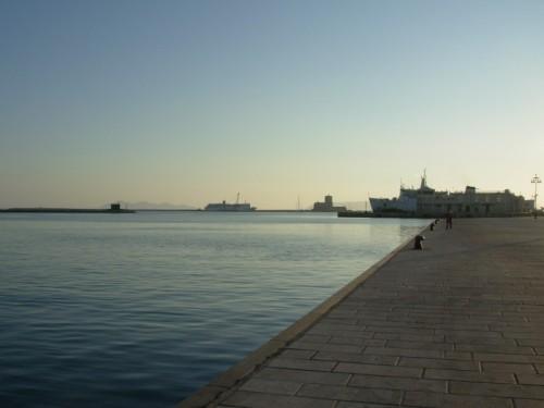 Trapani - Il porto con le Egadi all'orizzonte
