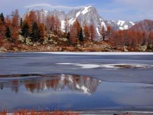 Lago d'Arpy e Gruppo del Monte Bianco