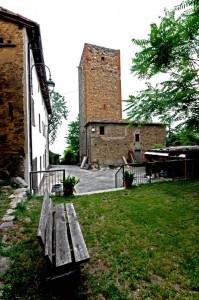 Torre quadrata del castello di Denzano