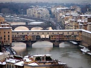 Polvere di neve sull'Arno.
