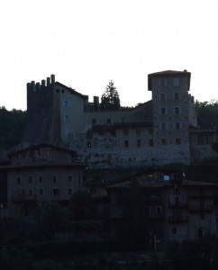 castel di tenno all'alba