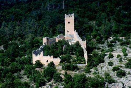 San Pio delle Camere - Un castello sul pendio